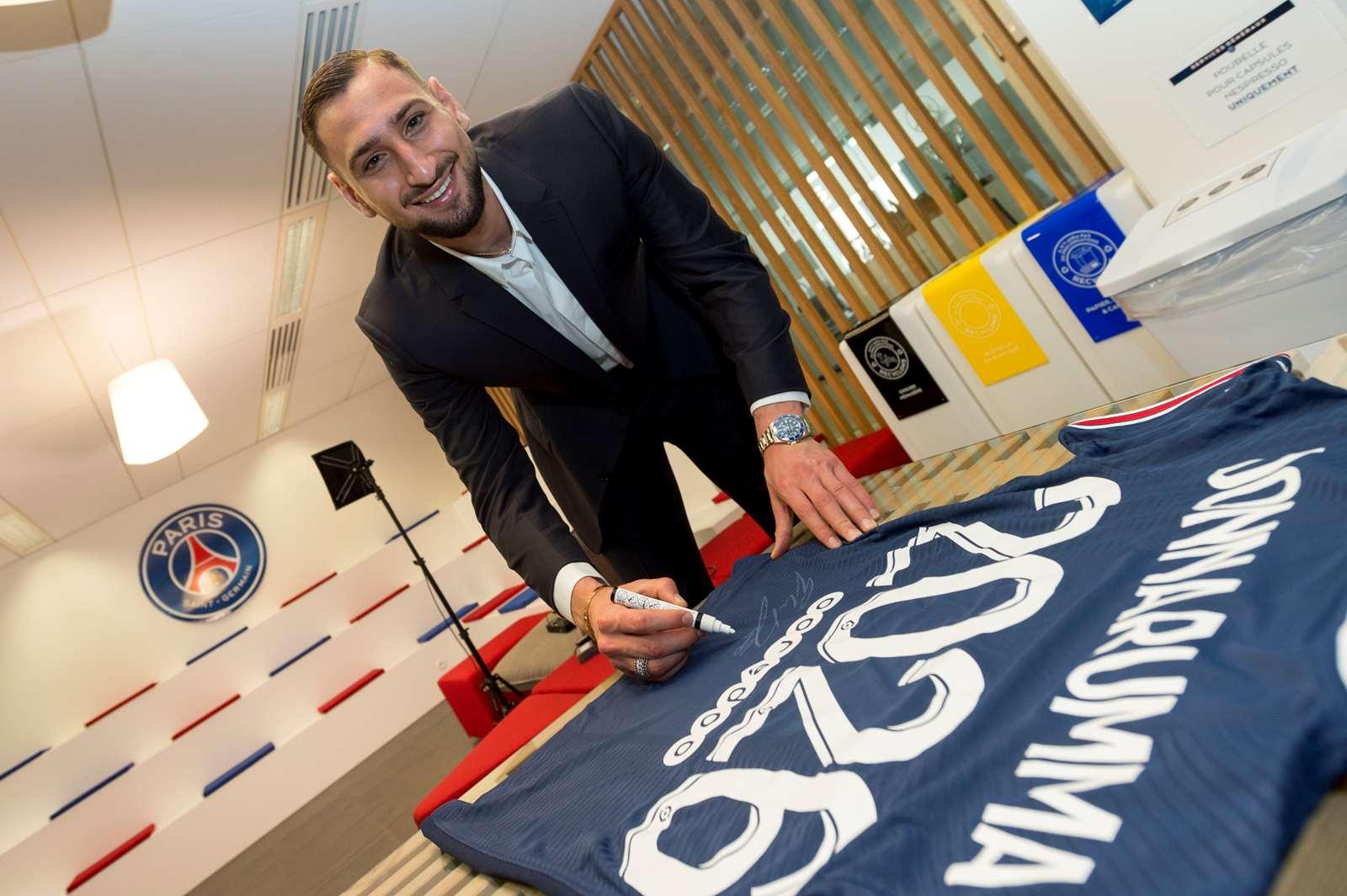 Gianluigi Donnarumma - AC Milan ke PSG